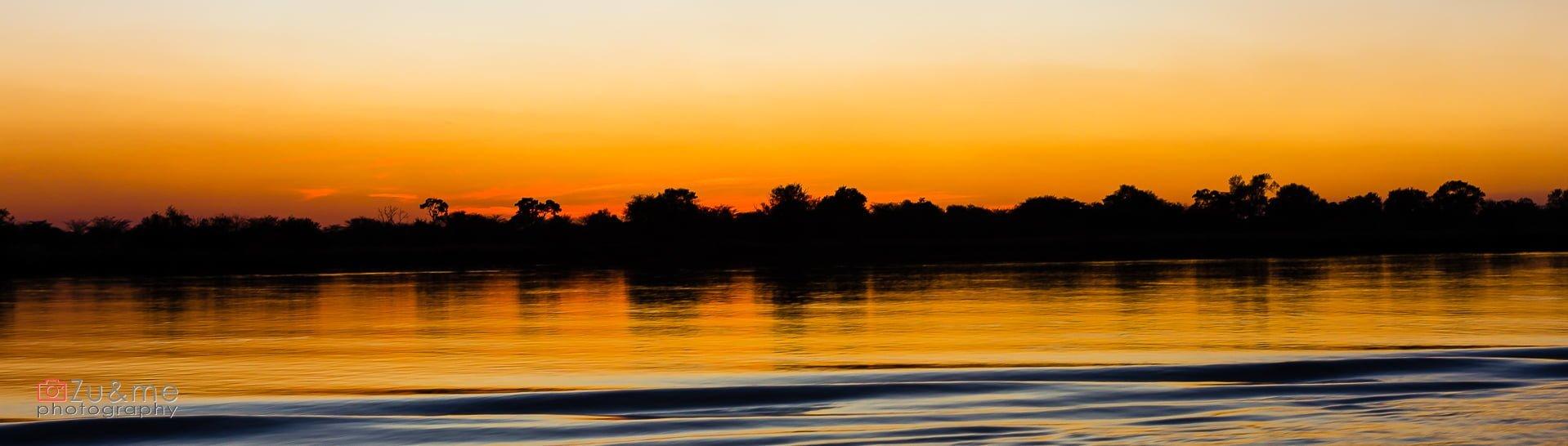 Zachód słońca nad Okavango