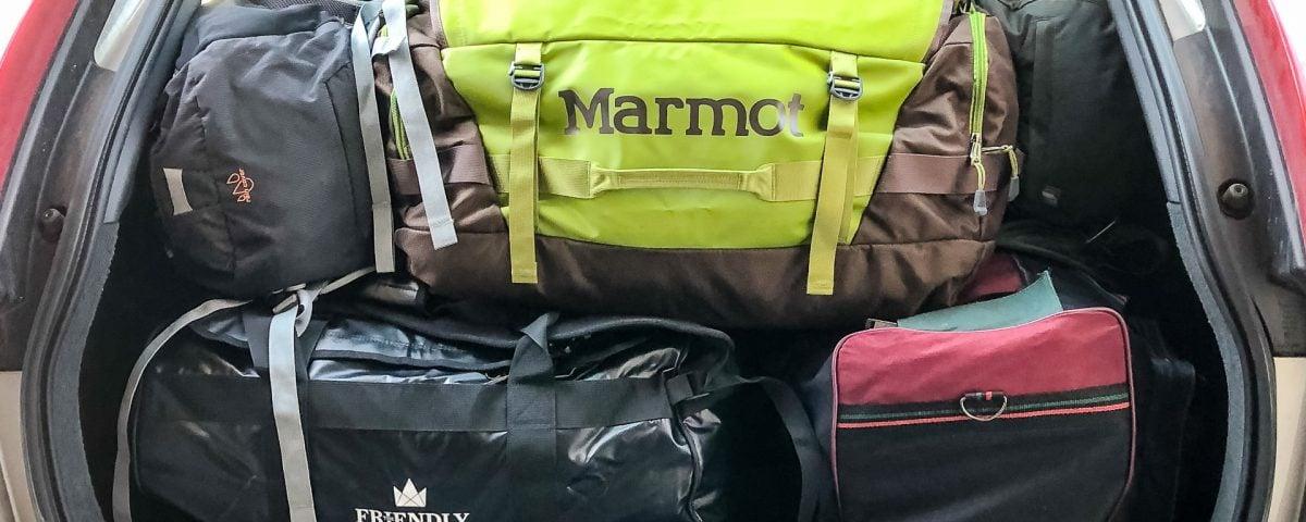 Bagażnik z torbami na wyjazd do Namibii