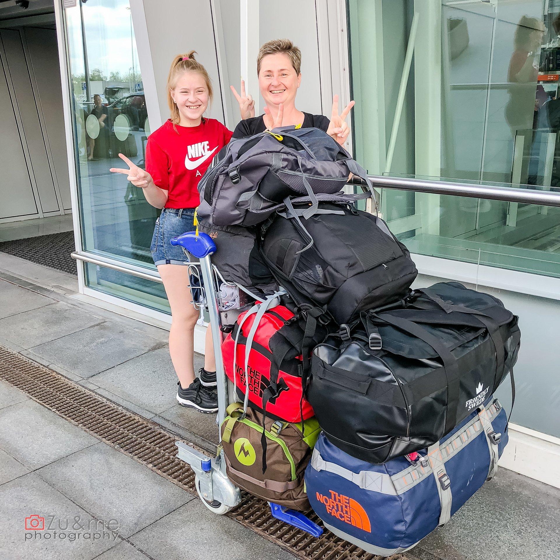 Dziewczyny i bagaże gotowe na przygody!